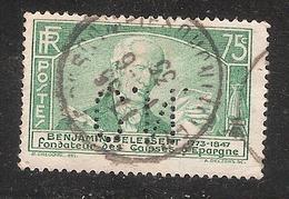 Perfin/perforé/lochung France No 303 C.N.  Comptoir National D'Escompte (304) - France