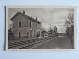 MONTS SUR GUESNES La Gare Et Le Silo - Monts Sur Guesnes
