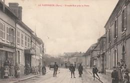 Rare Cpa Le Vaudreuil Grande Rue Près De La Poste Très Animée - Le Vaudreuil