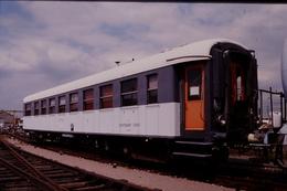 Photo Diapo Diapositive Slide Train Wagon Voiture De Service SNCF Du Département Des Essais Le 07/07/1999 VOIR ZOOM - Diapositives (slides)
