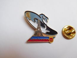 Beau Pin's En Relief , Ligue Auvergnate De Paris , Auvergne , Tour Eiffel , Chapeau - Cities