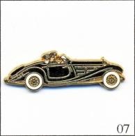 Pin's - Automobile - Mercedes 500 K Roadster - Noir - Parebrise Blanc. Est. Arthus Bertrand Paris. Zamac. T191-07 - Mercedes