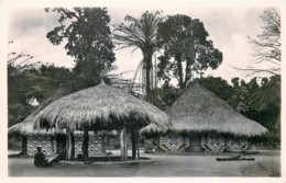 Publ. ZAGOURSKI - L'Afrique Qui Disparait - Prov. Or. - Mangbetu - Village Ekibondo -N° 67 - Congo Belga - Otros