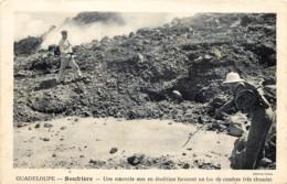 Guadeloupe - Soufrière - Une Marmite Non En ébulition Formant Un Lac De Cendres Très Chaudes - Guadeloupe