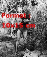 Reproduction D'une Photographie Ancienne De Gordon Scott Et Cheeta Dans Tarzan En 1955 - Reproductions