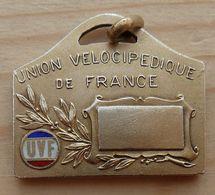 D3-1154 Médaille Métal Jaune Rectangulaire  Signée A. Chabillon,Union Vélocipède De France (U.D.P.) - Other Collections