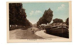 34 - Portiragnes-passage D'une Péniche A Une écluse Sur Le Canal Du Midi - France