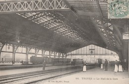 TROYES - BEAU PLAN ANIME DU HALL DE LA GARE DEBUT 1900 - BELLE CARTE ANIMEE -  2 SCANNS - TOP !!! - Stations With Trains