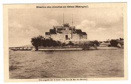 CHINE - SHANGHAÏ - Mission Des Jésuites En Chine - Une Pagode Sur Le Bord D'un Lac (le Bac Va Aborder) - Chine