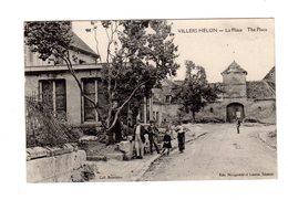 CPA 02 - Villers Hélon - La Place The Place - Autres Communes