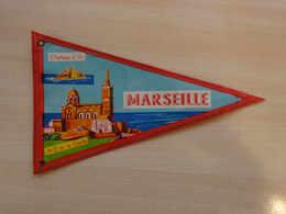 Fanion Touristique France MARSEILLE  (vintage Années 60) - (Vaantje - Wimpel - Pennant - Banderin) - Obj. 'Souvenir De'