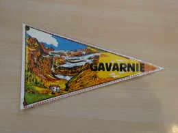 Fanion Touristique France GAVARNIE- PYRENEES (vintage Années 60) - (Vaantje - Wimpel - Pennant - Banderin) - Obj. 'Souvenir De'