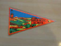 Fanion Touristique France SUPER BESSE - LAC PAVIN (vintage Années 60) - (Vaantje - Wimpel - Pennant - Banderin) - Obj. 'Souvenir De'