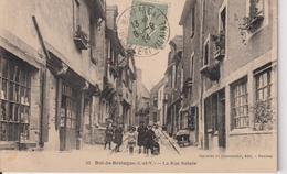 Cp09...DOL DE BRETAGNE...la Rue Sainte - Dol De Bretagne