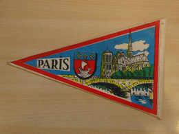 Fanion Touristique France PARIS (vintage Années 60) - (Vaantje - Wimpel - Pennant - Banderin) - Obj. 'Souvenir De'