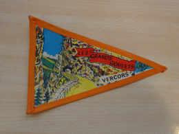 Fanion Touristique France LES GRANDS GOULETS - VERCORS (vintage Années 60) - (Vaantje - Wimpel - Pennant - Banderin) - Obj. 'Souvenir De'