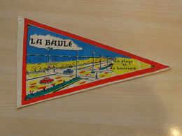Fanion Touristique France LA BAULE - LA COTE D'AMOUR (vintage Années 60) - (Vaantje - Wimpel - Pennant - Banderin) - Obj. 'Souvenir De'