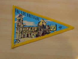 Fanion Touristique France DOL DE BRETAGNE - BRETAGNE  (vintage Années 60) - (Vaantje - Wimpel - Pennant - Banderin) - Obj. 'Souvenir De'