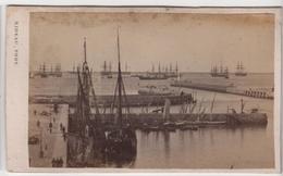 CDV Photo Originale XIXème Album Famille Davy CHERBOURG Marine Militaria Bateau Flotte Quai Par Rideau Cdv 2617 - Photos