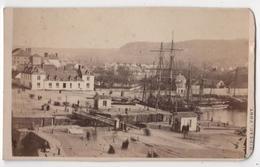 CDV Photo Originale XIXème Album Famille Davy CHERBOURG Marine Bateau Flotte Quai Passerelle Par Rideau Cdv 2618 - Photos