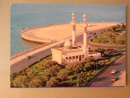 Carte Postale : ABU DHABI : An Aerial View Khalid Mosque, Corniche Road, In 1983 - United Arab Emirates