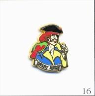 Pin's - Tourisme - St Malo Avec Pirate Et Perroquet. Est. Arthus Bertrand. Zamac. T417-16. - Cities