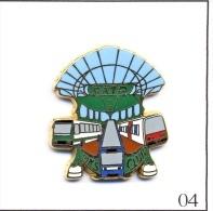 Pin's RATP / Club Pin's Avec Bus - RER & Station Guimard . Est. A.Bertrand. Numéroté N# 0054. Zamac. T418-04. - Transportation