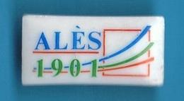 1 PIN'S //  ** ALÈS 1901 / EN CÉVENNES ** . (THOSCA / Porcelaine De Limoges) - Associations