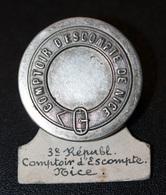 "Rare ! Bouton D'employé De Banque Fin XIXe ""Compoir D'Escompte De Nice"" - Boutons"