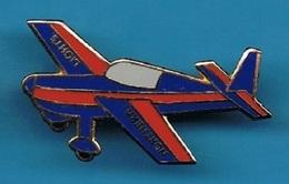 PIN'S //   ** NORTHEM LIGHTS / EXTRA 300 ** - Airplanes