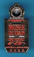 PIN'S //  ** MUSÉE DU TRAIN ET DU JOUET / ARPAILLARGUES / UZES / GARD / OCCITANIE ** - TGV
