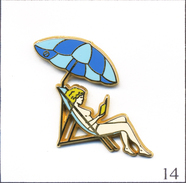 PIN'S Pin Up - Bronzage Au Parasol - Version Parasol Bleu. Estampillé Arthus Bertrand. Zamac. T470-14 - Pin-ups