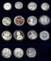 China - Volksrepublik: Lot 15 Diverse Chinesische Münzen, Dabei 3 Yuan 1992, 5 Yuan 1/2 OZ Panda, 10 - Chine