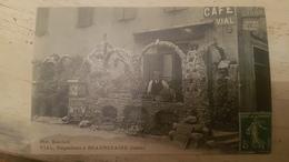 Dernière Baisse !!! BEAUREPAIRE * ISERE - RARE CPA CAFE VIAL, NEGOCIANT - TB GROS PLAN PERSONNAGE ET FACADE - - Beaurepaire