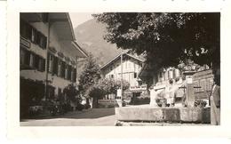 SUISSE  ( Berne )  Wilderswit - Fontaine De La Place Et Hôtel Alpenblik ( Format: 12 X7.5 ) - Lieux