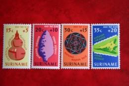 Kinderzegels Child Enfant NVPH Nr: 649-652 Mi 698-701 1975 POSTFRIS MNH ** SURINAME / SURINAM - Surinam ... - 1975