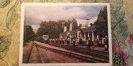 UKRAINE.  KHARKOV / Kharkiv. Pioneer RAILWAY STATION - LA GARE - BAHNHOF 1960 Train - Stations With Trains