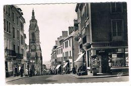 COUTANCES  50  Rue G  De  Montbray . Animée . - Coutances