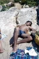 1974 BOY BEACH PORTUGAL  AMATEUR 35mm DIAPOSITIVE SLIDE Not PHOTO No FOTO B3333 Gay Int - Diapositives (slides)