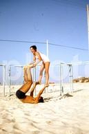 1974 BOY GIRL PLAYING BEACH PORTUGAL  AMATEUR 35mm DIAPOSITIVE SLIDE Not PHOTO No FOTO B3333 - Diapositives (slides)