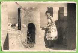 Lisboa - Senhora No Castelo De São Jorge - Mulher - Woman - Femme - Portugal - Lisboa