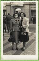 Lisboa - Senhoras Junto Ao Hotel Internacional - Mulher - Woman - Femme - Portugal - Lisboa