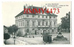 CPA Dentelées - L'Hôtel De Ville Et La Fontaine, Place Bien Animée à CHAMPAGNOLE 39 Jura - Edit. Gruyer Chevassu N° 5 - Champagnole