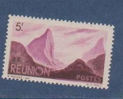 REUNION       N°  YVERT  :    275    NEUF AVEC  CHARNIERES      (  CH 25  ) - Réunion (1852-1975)