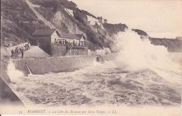 CPA -  74. BIARRITZ La Côte Des Basques Par Gros Temps - Biarritz