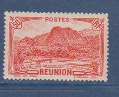 REUNION       N°  YVERT  :    136    NEUF AVEC  CHARNIERES      (  CH 24  ) - Réunion (1852-1975)