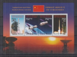 R92. Guine-Bissau MNH - 2011 - Space - Spaceships - Shenzhou - Space