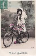Carte 1910 MILLE BAISERS VELO BICYCLETTE FILLETTE - Cyclisme