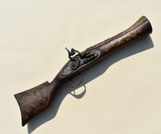 Reproduction De Pistolet à Silex Style Oriental Ou Mexicain Décor De Nacre Et Fil De Laiton - Armes Neutralisées