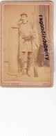PHOTO CDV - 57 - METZ - SOLDAT De 1870 En Tenue Avec Son Fusil Photo COLLET Frères Place De Chambre METZ Vers 1870/80 - Photos